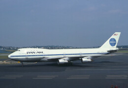 photo of a pan am Boeing 747 on the tarmac