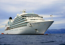 Photo of the Seabourn Quest cruise ship anchored in Golfo Aranci.